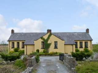4 bedroom Cottage for rent in Swinford