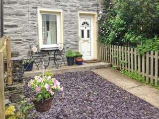 2 bedroom Cottage for rent in Blaenau Ffestiniog