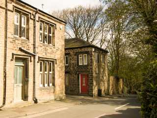 2 bedroom Cottage for rent in Huddersfield