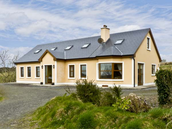 4 bedroom Cottage for rent in Kilmihil