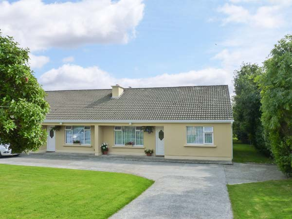 3 bedroom Cottage for rent in Castlebridge