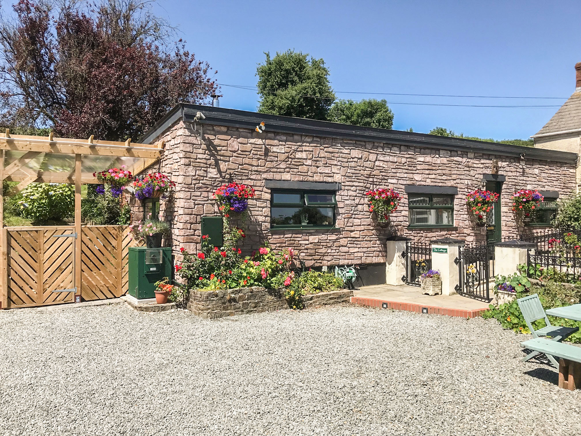 2 bedroom Cottage for rent in St Clears