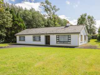 4 bedroom Cottage for rent in Knock