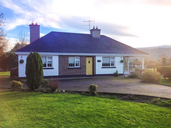 3 bedroom Cottage for rent in Bansha