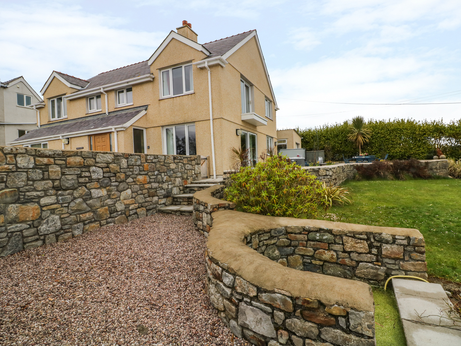 6 bedroom Cottage for rent in Benllech