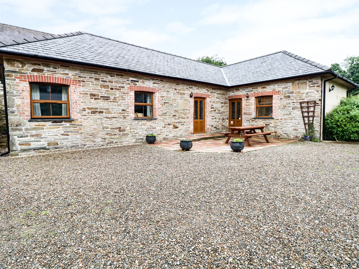 5 bedroom Cottage for rent in Llanboidy