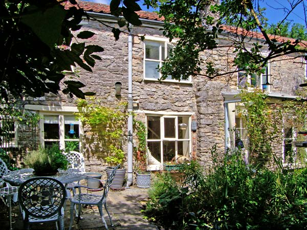2 bedroom Cottage for rent in Frome