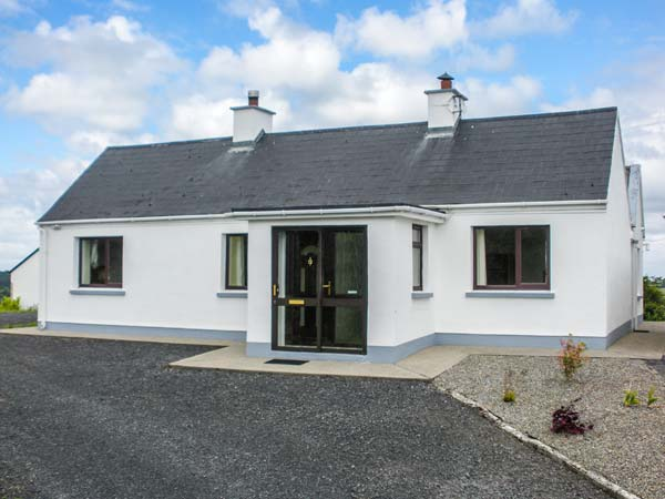 3 bedroom Cottage for rent in Knock