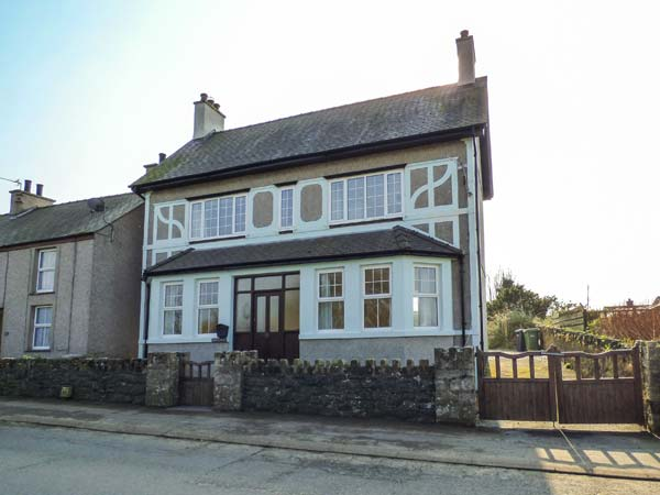 5 bedroom Cottage for rent in Newborough
