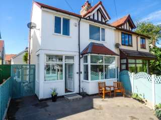 3 bedroom Cottage for rent in Rhos-on-Sea