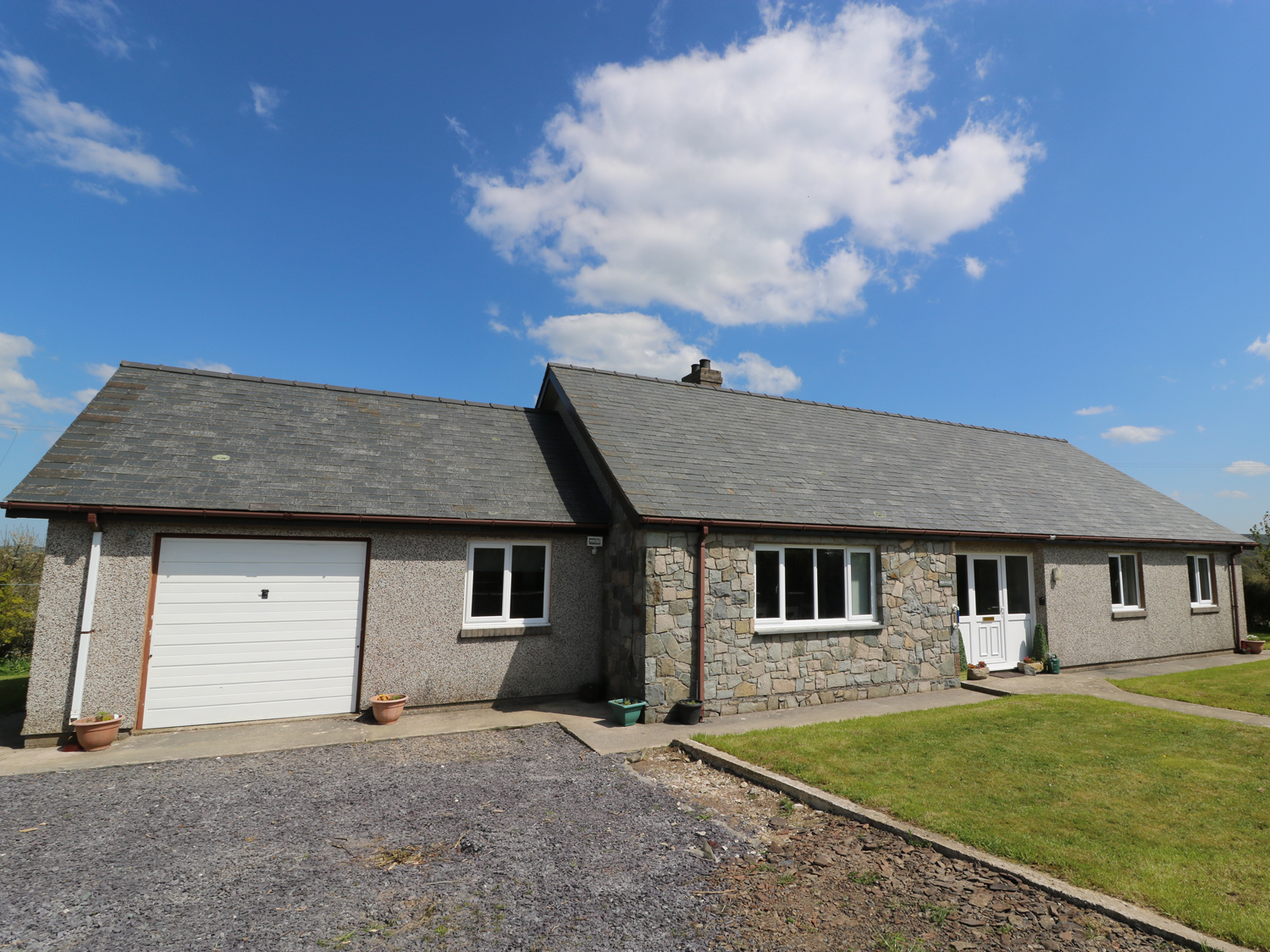 3 bedroom Cottage for rent in Llansannan