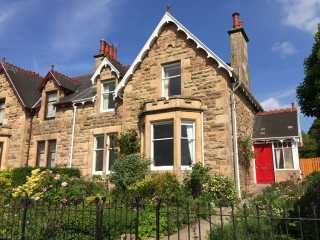 4 bedroom Cottage for rent in Speyside