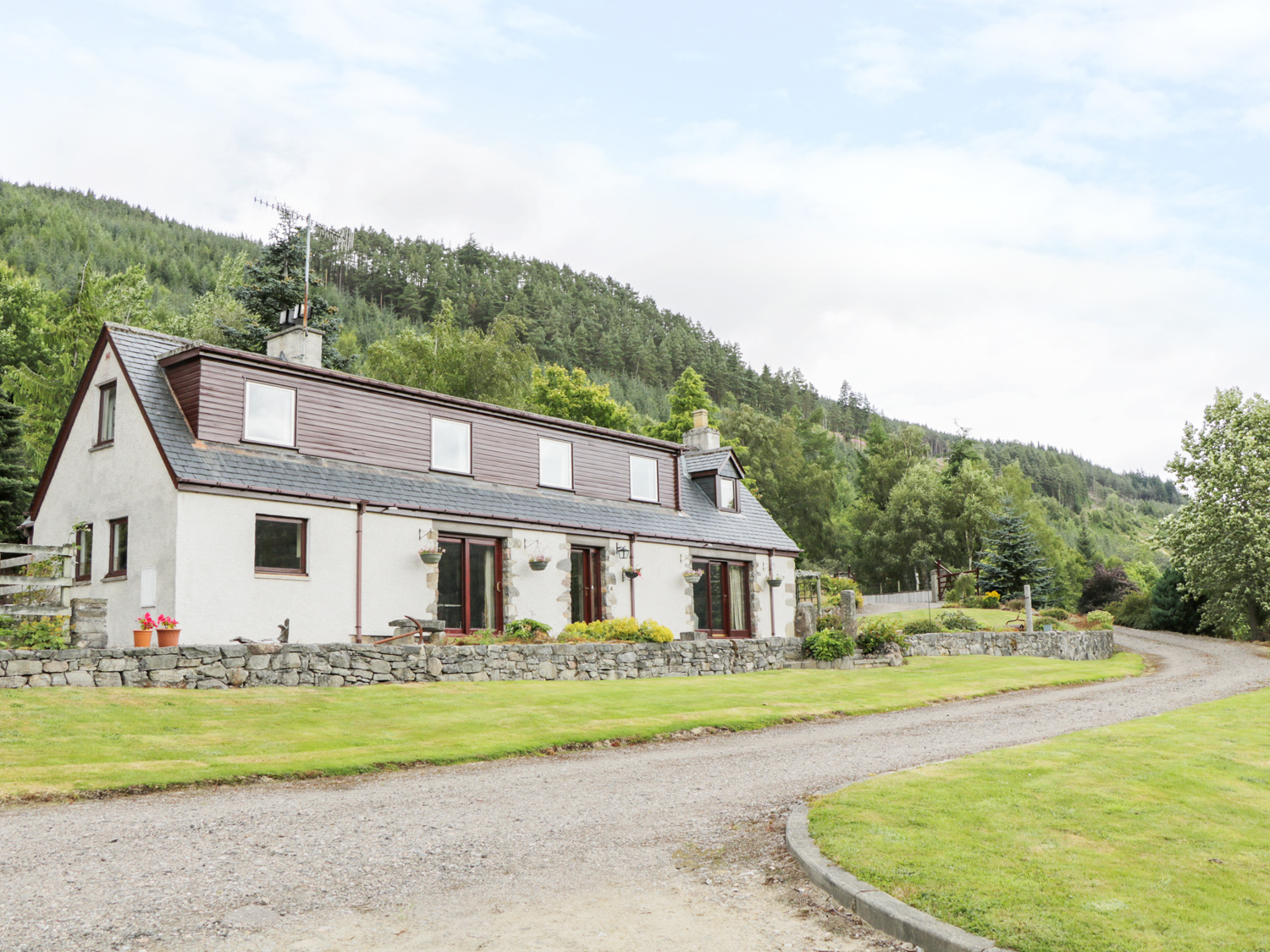 4 bedroom Cottage for rent in Drumnadrochit
