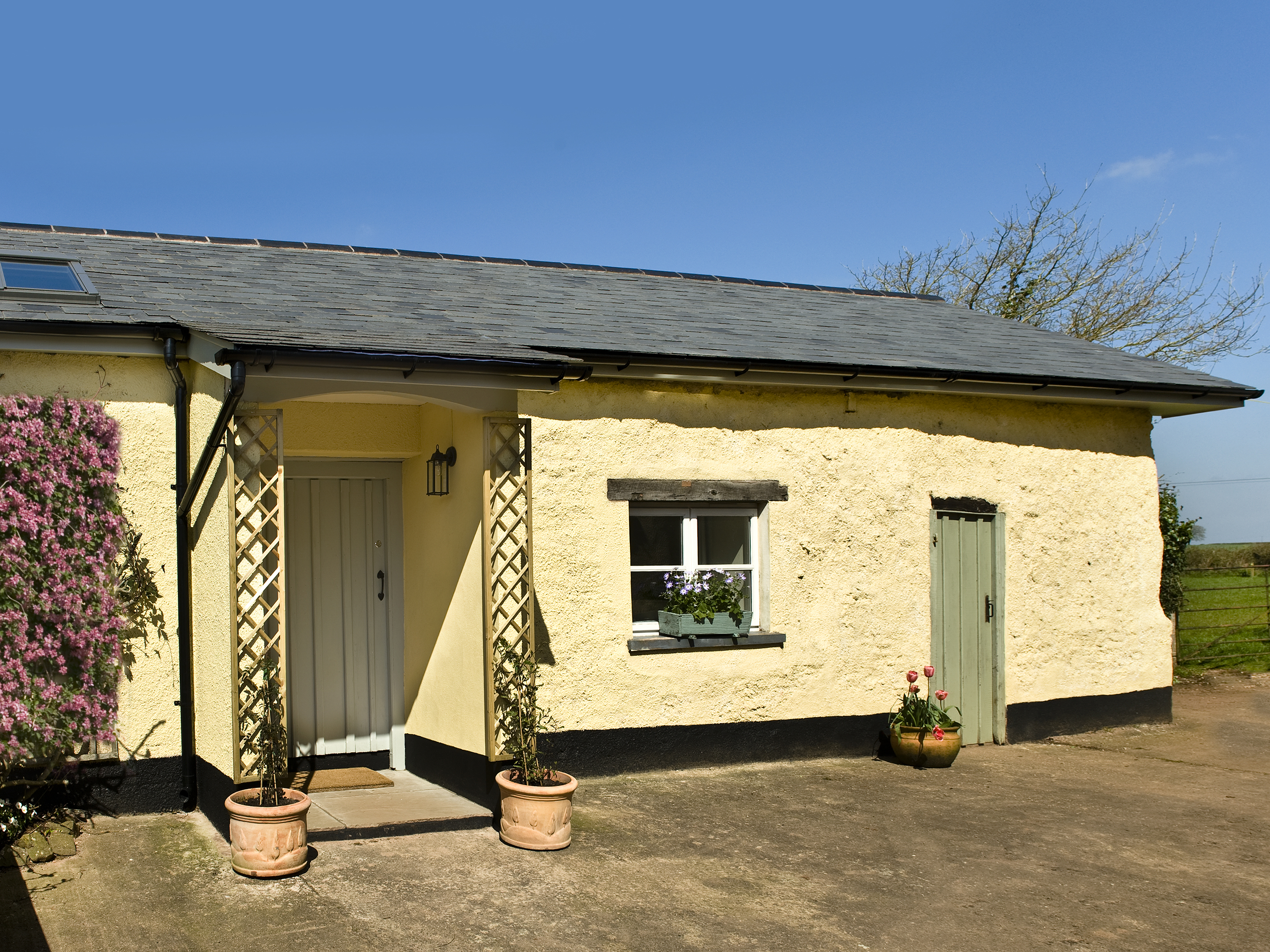 1 bedroom Cottage for rent in Exeter