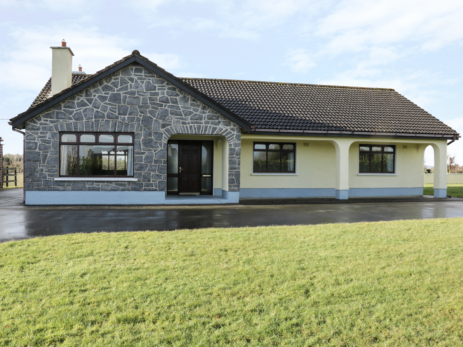 3 bedroom Cottage for rent in Oughterard