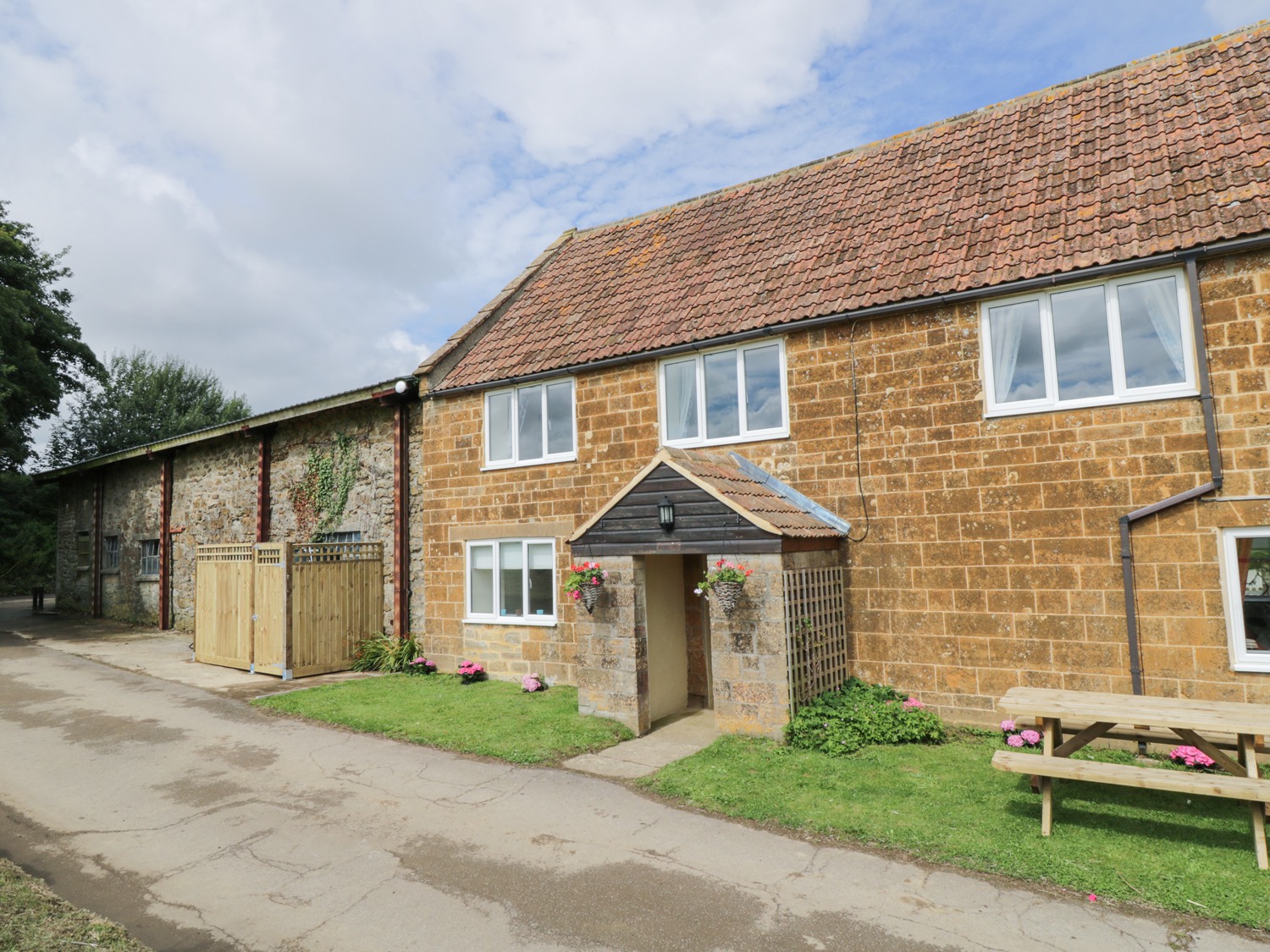 4 bedroom Cottage for rent in Crewkerne