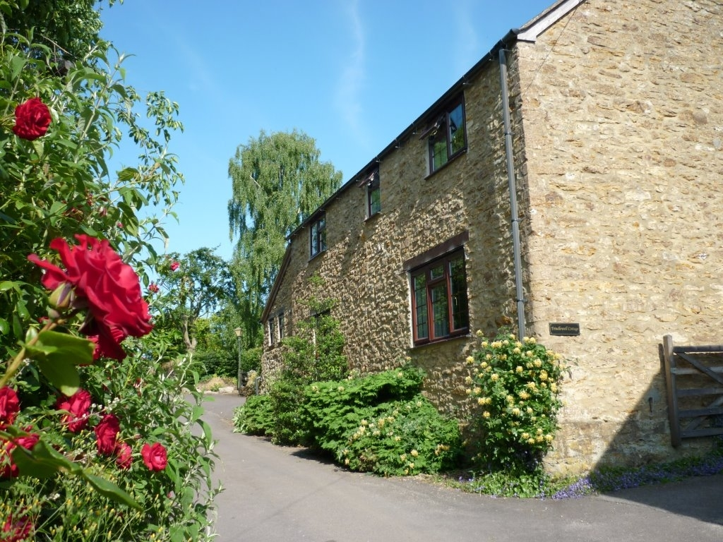 2 bedroom Cottage for rent in Crewkerne