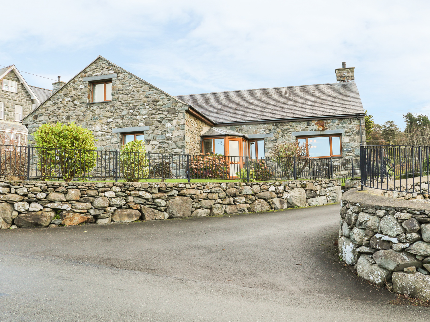 5 bedroom Cottage for rent in Harlech
