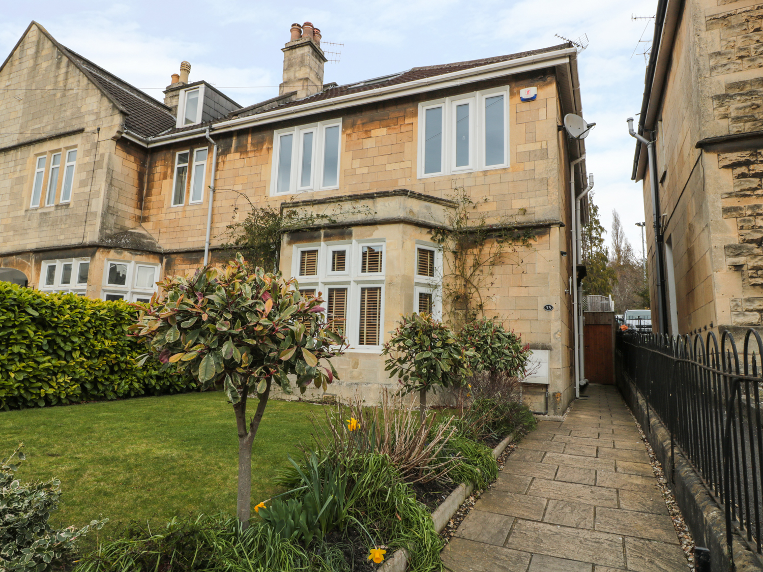 5 bedroom Cottage for rent in Bath