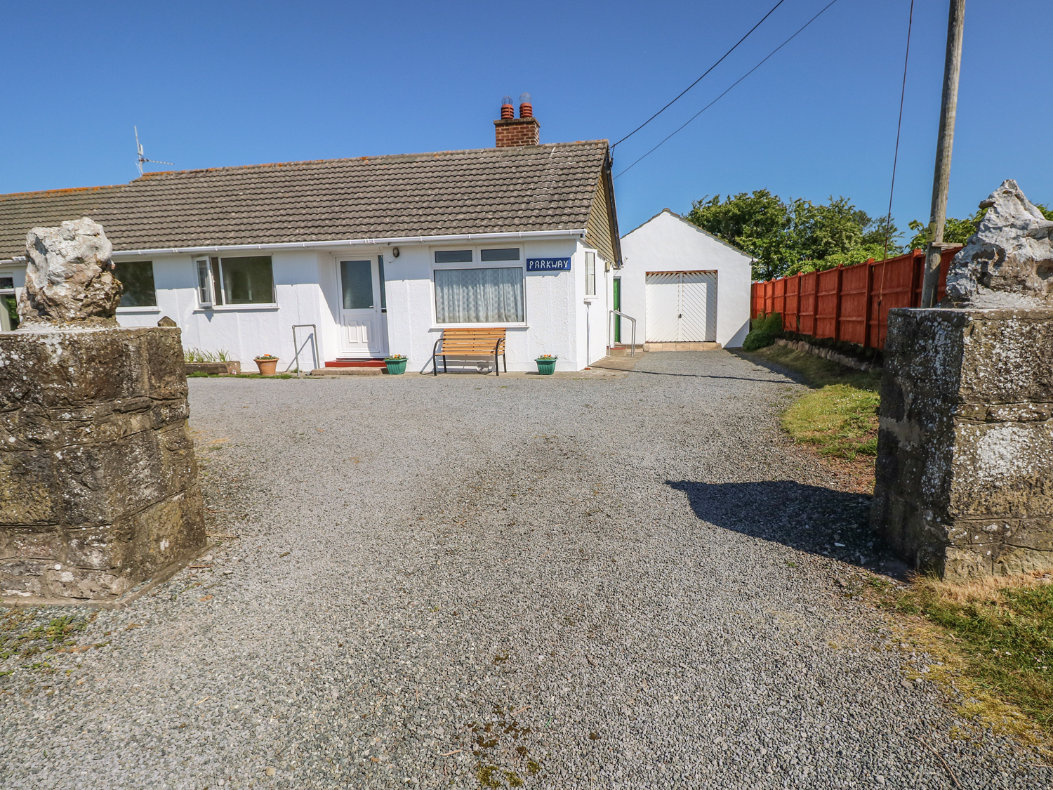 3 bedroom Cottage for rent in Pembroke