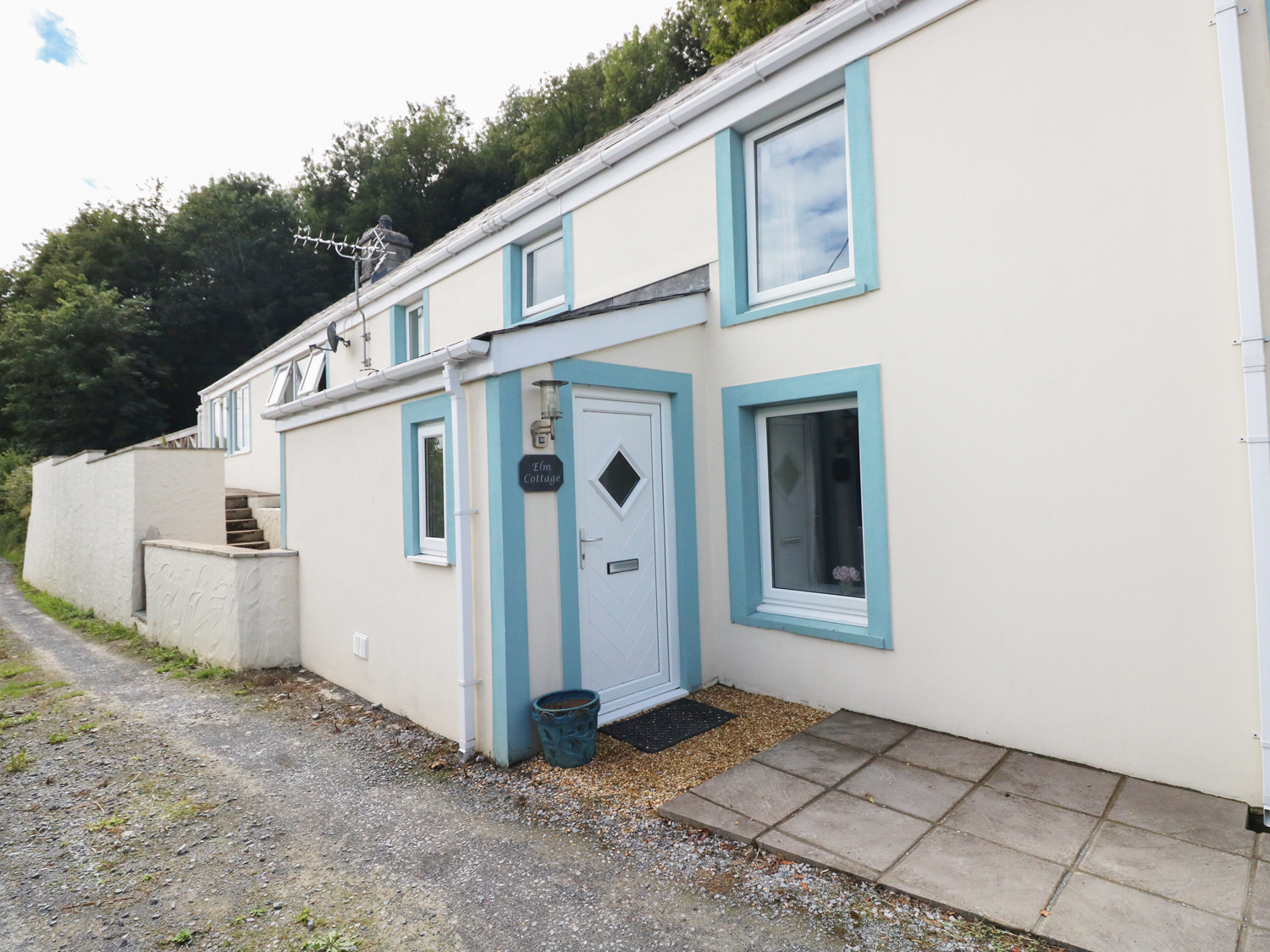 4 bedroom Cottage for rent in Pendine