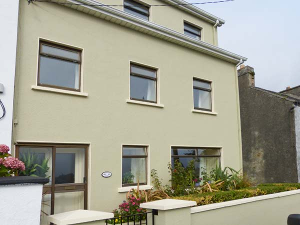 6 bedroom Cottage for rent in Roundstone