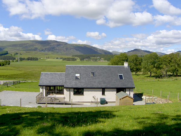 2 bedroom Cottage for rent in Laggan