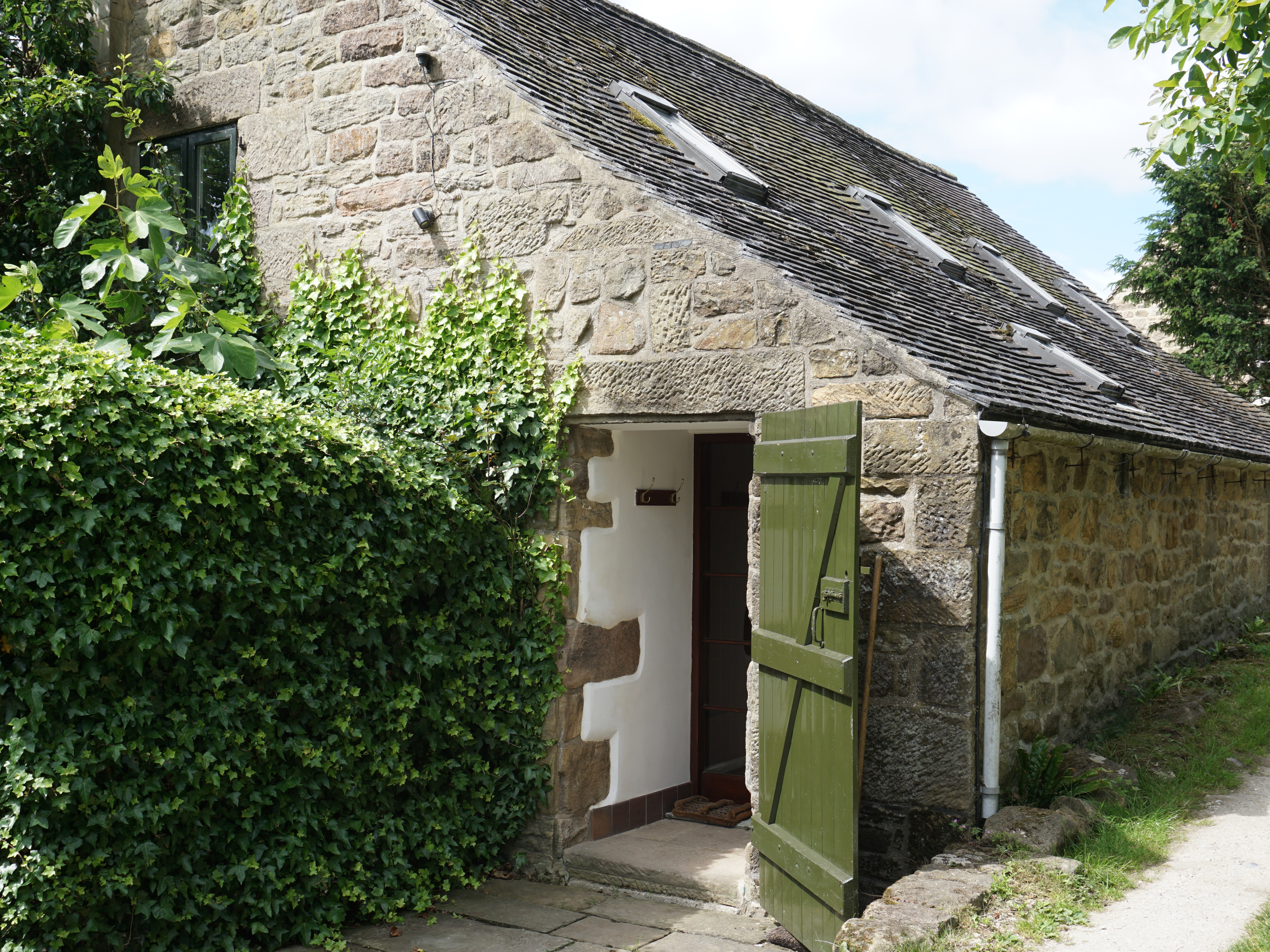 right hawthorn willow and cottages beautiful the hathersage hope left in rental peak cottage district valley front