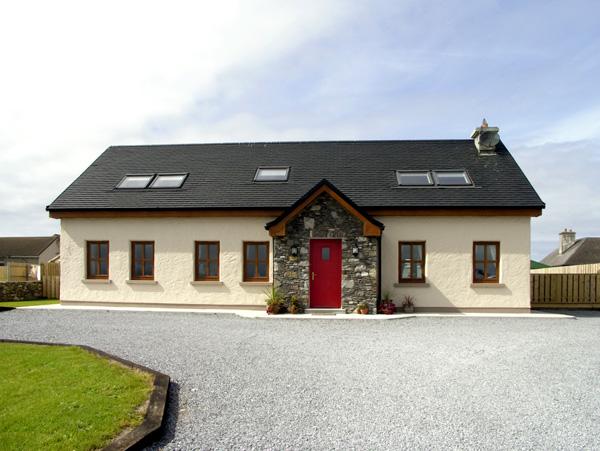 4 bedroom Cottage for rent in Castlegregory