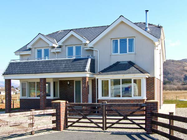 5 bedroom Cottage for rent in Fairbourne