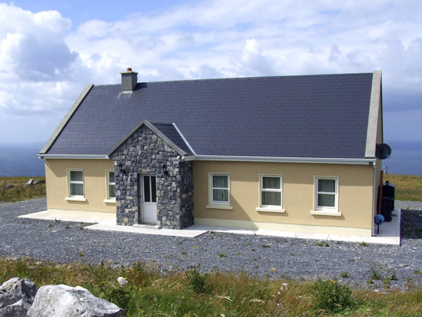 4 bedroom Cottage for rent in Fanore