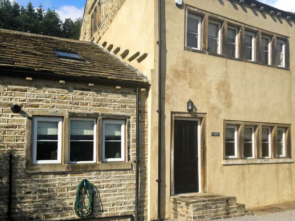 3 bedroom Cottage for rent in Huddersfield