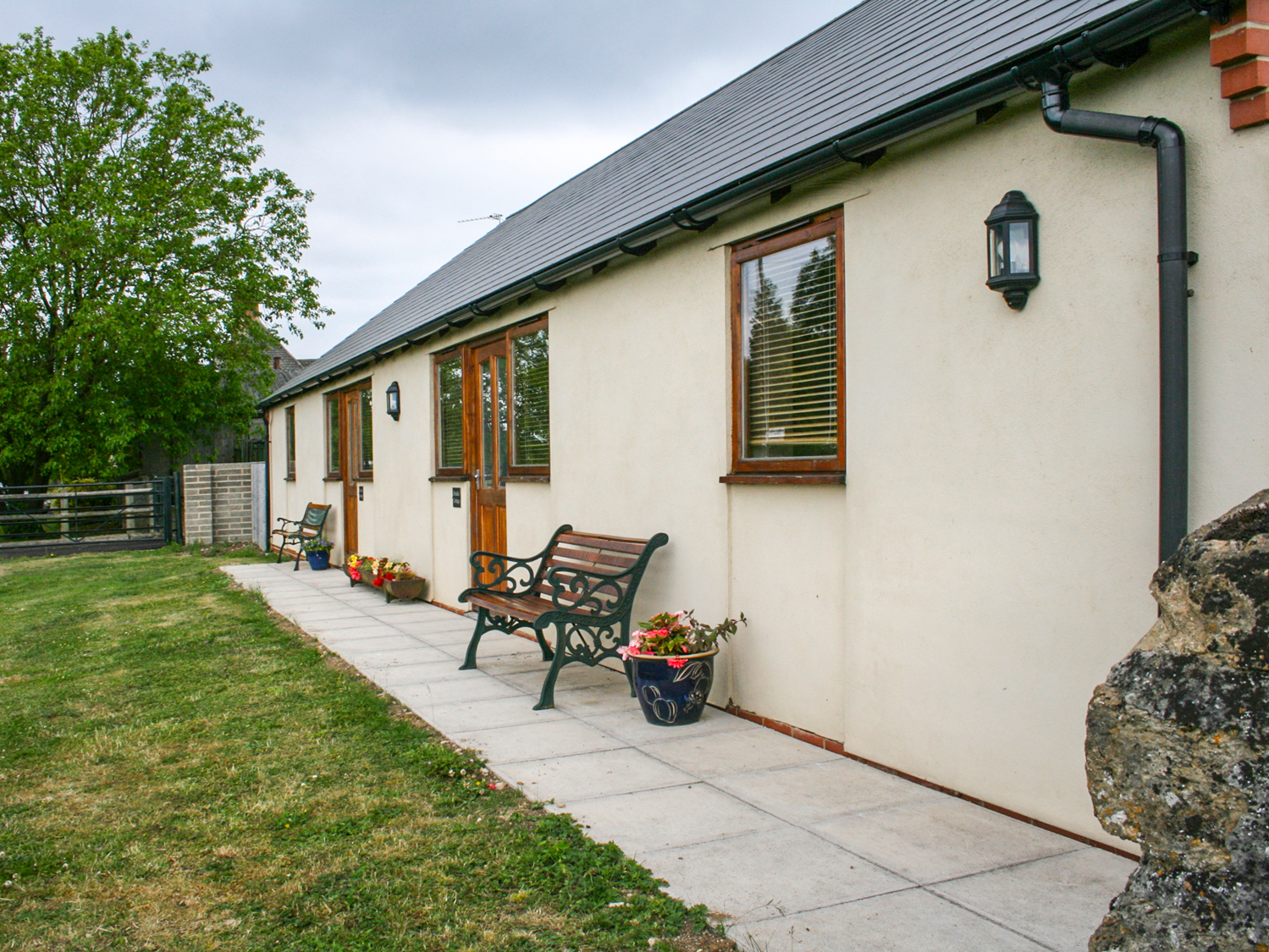 Brindle Cottage Dog Friendly Cottage In Royal Wootton