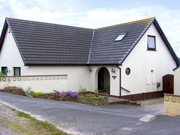 4 bedroom Cottage for rent in Pembroke