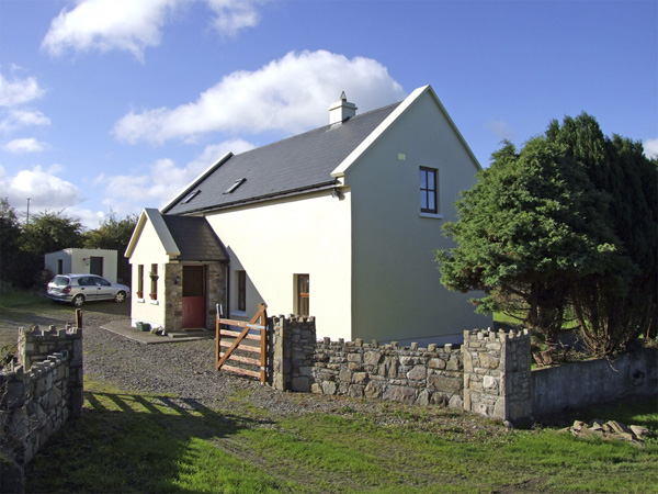 4 bedroom Cottage for rent in Scarriff