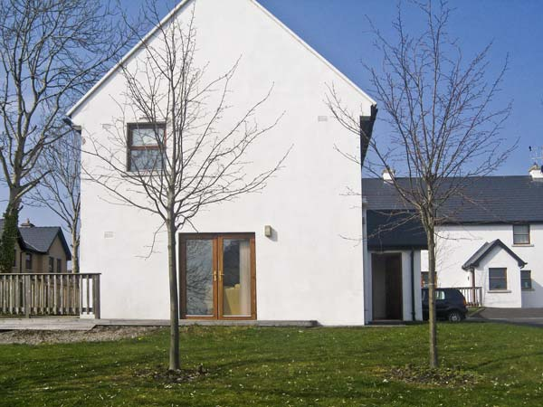 3 bedroom Cottage for rent in Scarriff
