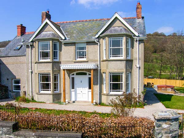 6 bedroom Cottage for rent in Bala