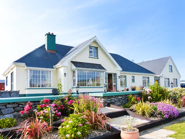 7 bedroom Cottage for rent in Fanore