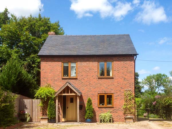 holiday let Monkland Garden Cottage