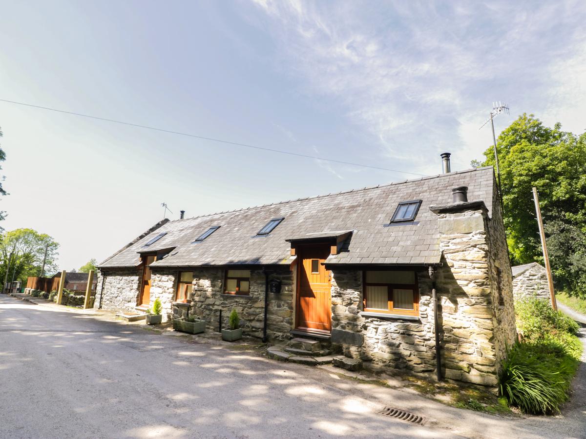 2 bedroom Cottage for rent in Fairbourne
