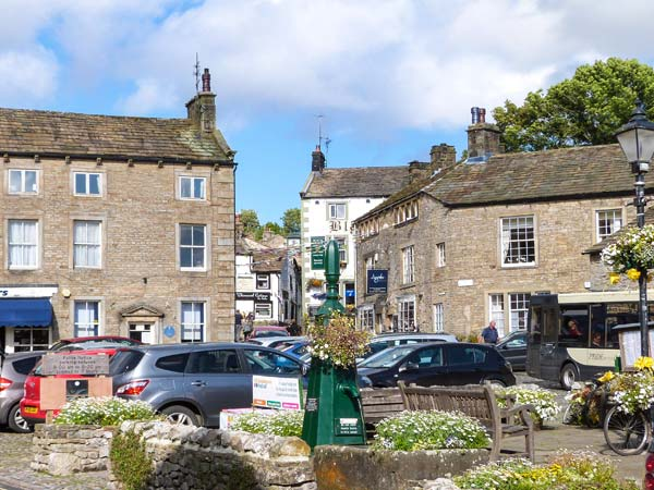 Pemba cottage dog friendly cottage in threshfield for Best restaurants with rooms yorkshire dales