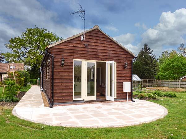 Norbank garden studio in bressingham this detached for Garden studio
