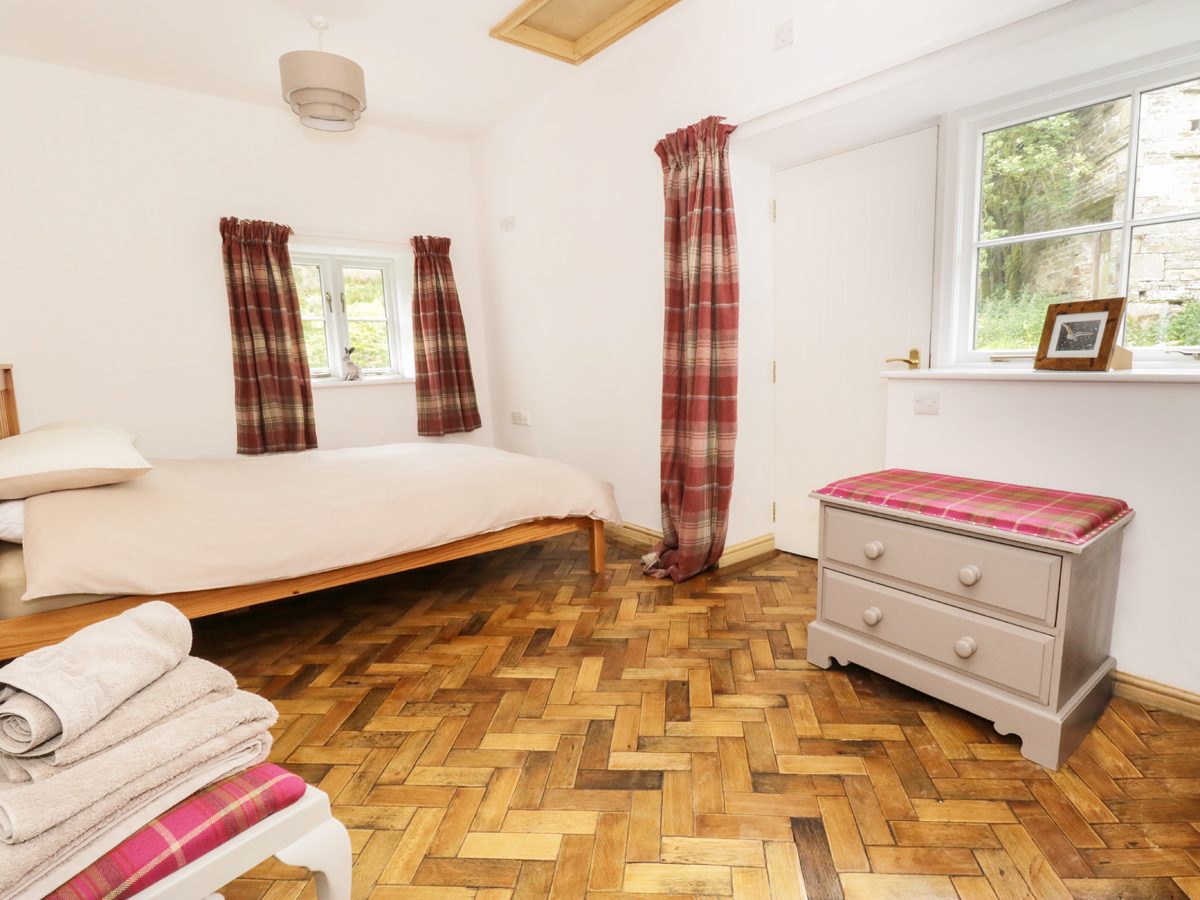 Scale gill foot dog friendly cottage in cowgill for Best restaurants with rooms yorkshire dales