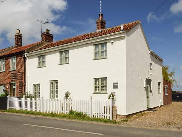 4 bedroom Cottage for rent in Sea Palling