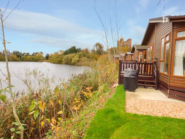 holiday let Tattershall Lakes Country Park 4 Castle View