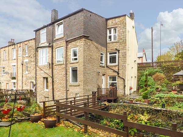 holiday let Glossop The Garden Retreat at Birds Nest Cottage