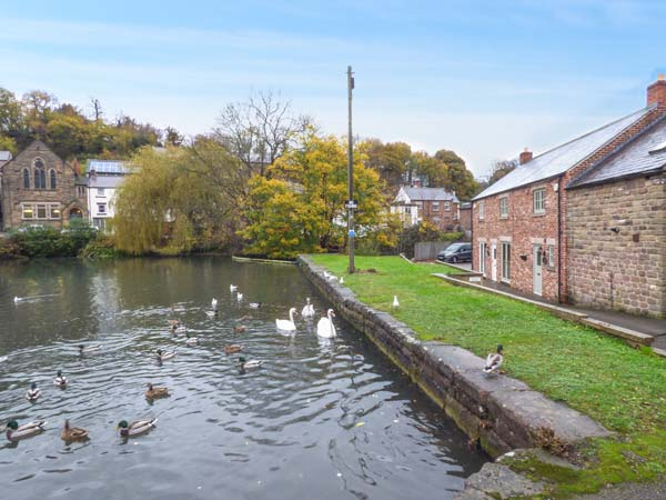 holiday let Cromford Smithy Cottage on the Mill Pond