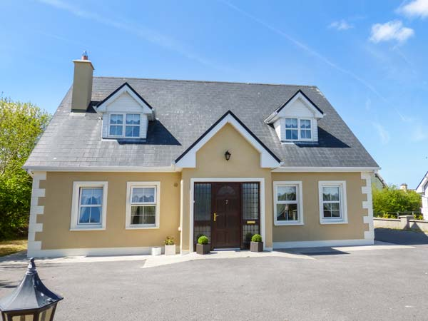 3 bedroom Cottage for rent in Boyle