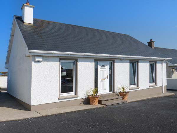 holiday let Ballycotton, County Cork 16 Seaview Park