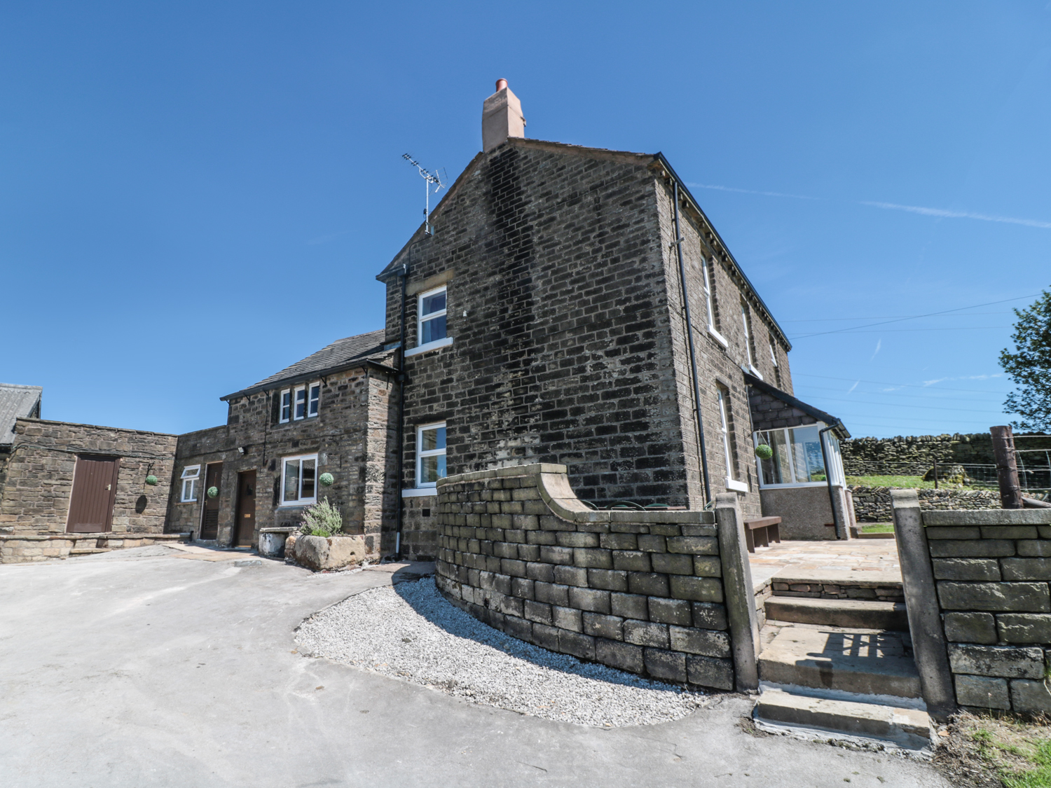 4 bedroom Cottage for rent in Glossop